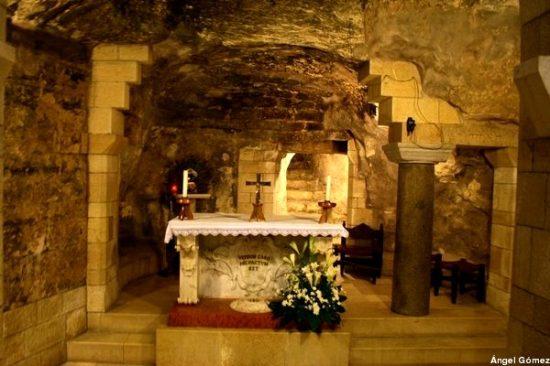 Casita de Nazaret_gruta de la Basísila de la Anunciación