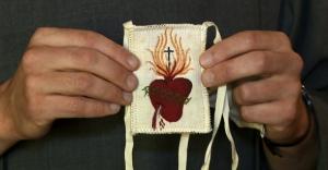 5 Escapulario Blanco_7-Corazón de Jesús