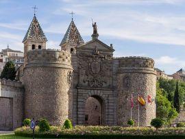 Toledo_ Castillo-Puerta_de_Bisagra